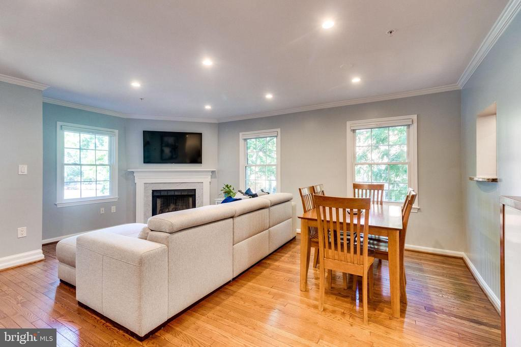 Gorgeous Hardwoods and Fireplace - 624-A N TAZEWELL ST, ARLINGTON
