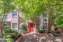 Nestled in away from the street. - 624-A N TAZEWELL ST, ARLINGTON