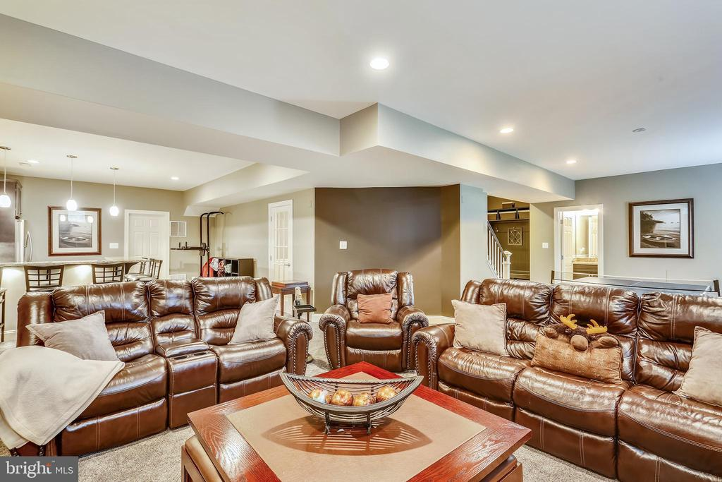 Recreation-media room is open to lower level foyer - 9704 WOODFIELD CT, NEW MARKET