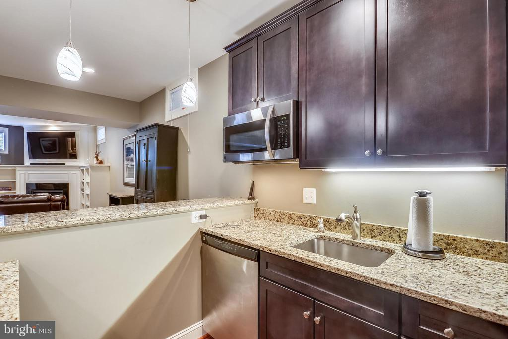 Wet bar/kitchenette area off the rec room - 9704 WOODFIELD CT, NEW MARKET