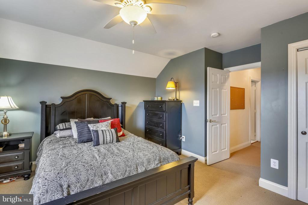 5th Bedroom on the 4th level is open to Bonus Room - 9704 WOODFIELD CT, NEW MARKET