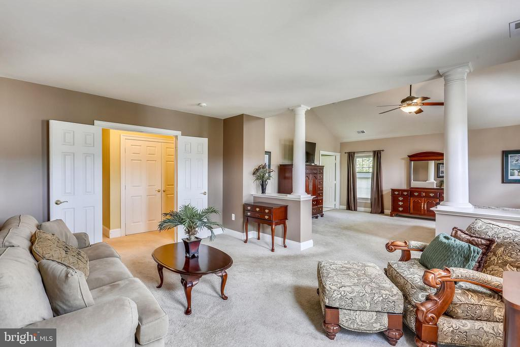 Double doors from hallway opens in to sitting room - 9704 WOODFIELD CT, NEW MARKET