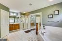 Large master bathroom - 9704 WOODFIELD CT, NEW MARKET