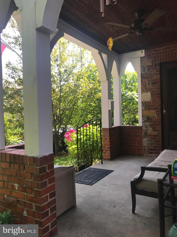 Inviting front porch - 520 ONEIDA PL NW, WASHINGTON