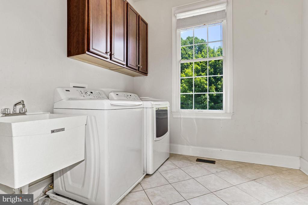 Laundry Center off of Mud Room - 4962 VALLEY VIEW OVERLOOK, ELLICOTT CITY