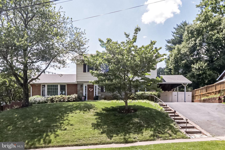 Single Family Homes para Venda às Annandale, Virginia 22003 Estados Unidos