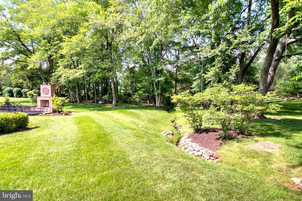 You'll Love This Delightful Backyard! - 1125 CLINCH RD, HERNDON
