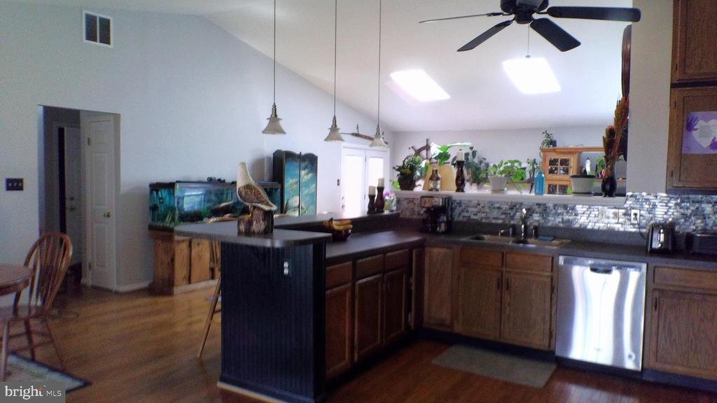 Updated kitchen with newer stainless steel appl. - 48 NORTH PL, FREDERICK