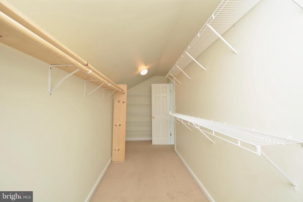 Huge Walk-in closet - 5221 PAINTED TURTLE WAY, WOODBRIDGE
