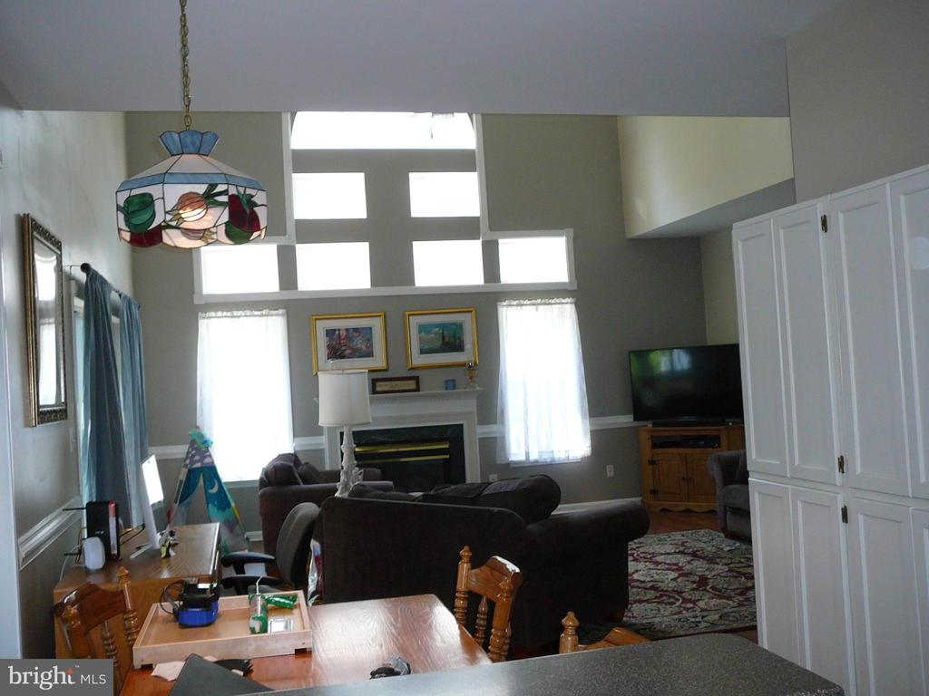 2 story family room,  windows just replaced - 14013 WOOD ROCK WAY, CENTREVILLE