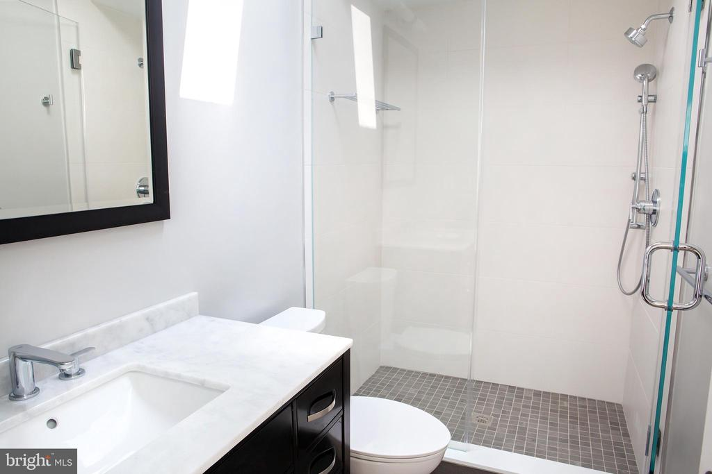 Bedroom with Shower Stall - 521 11TH ST SE, WASHINGTON