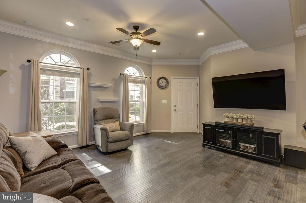 Large and open family room with wood floors - 14132 HARO TRL, GAINESVILLE