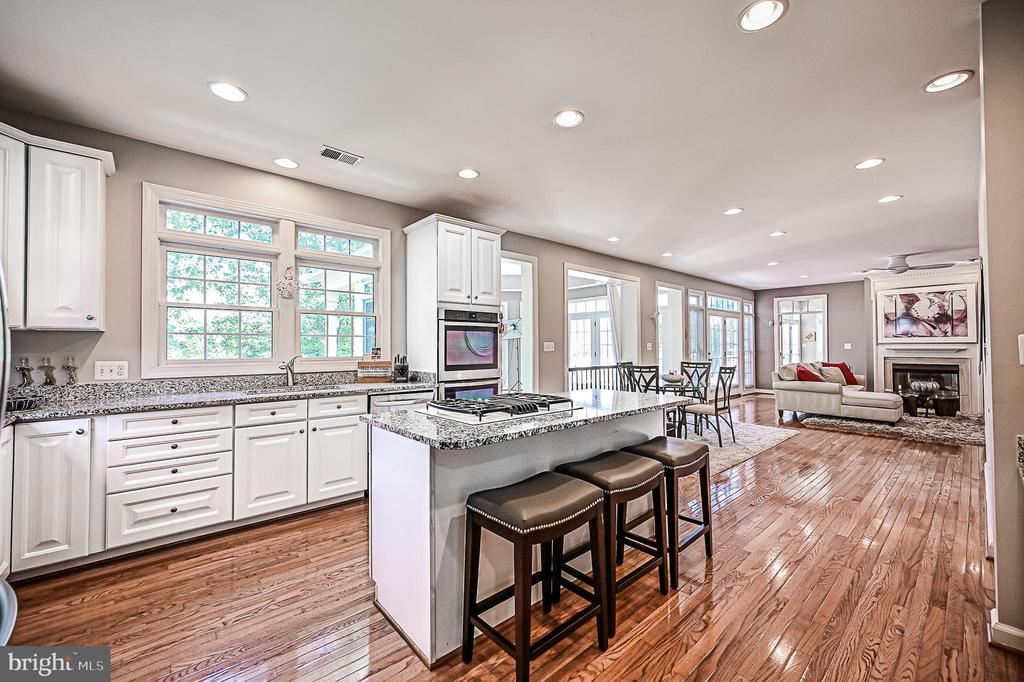 White Cabinetry, Granite Counters, & Center Island - 26124 TALAMORE DR, CHANTILLY