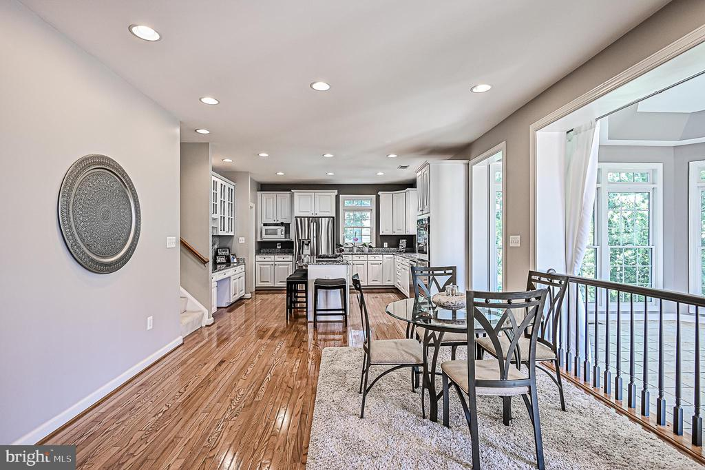 Ample Natural Light in Breakfast Room & Kitchen - 26124 TALAMORE DR, CHANTILLY