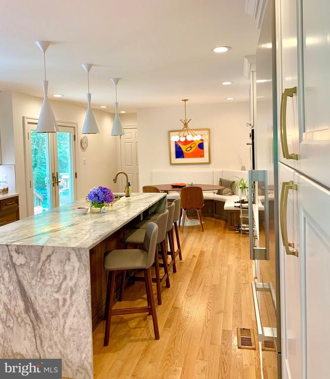 Large Island for Entertaining + Eat-in Space too - 1960 BARTON HILL RD, RESTON