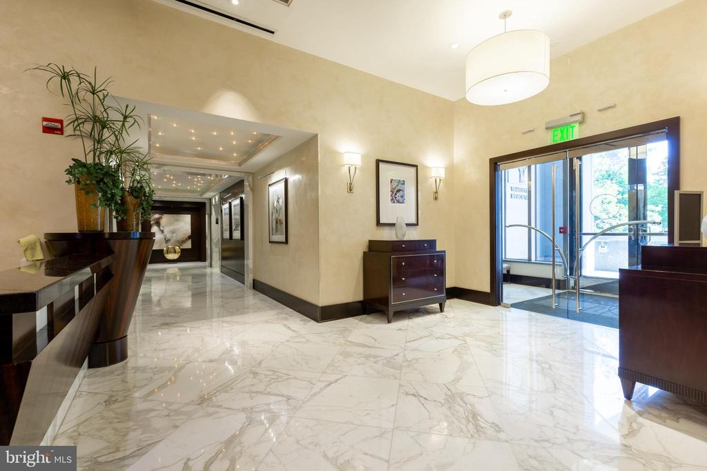 Condo lobby - 1111 19TH ST N #2606, ARLINGTON