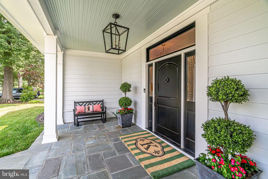 Charming covered front porch - 6221 ARKENDALE RD, ALEXANDRIA