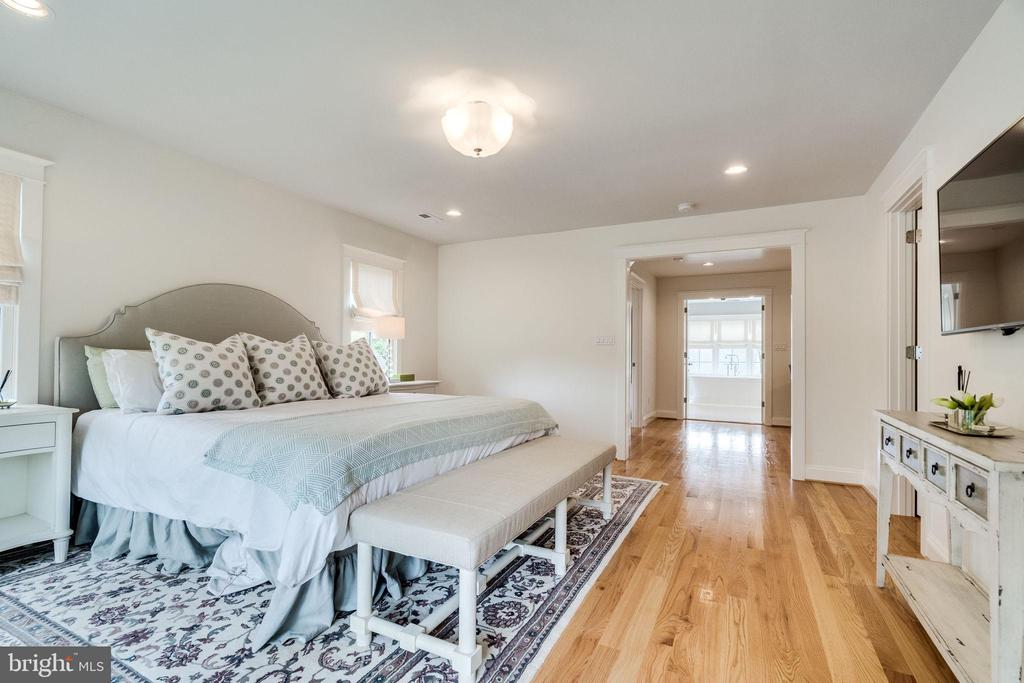 Numerous walk in closets - 6221 ARKENDALE RD, ALEXANDRIA