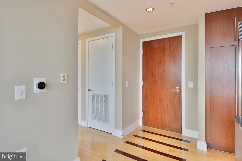 Inviting entryway and coat closet - 2001 15TH ST N #1104, ARLINGTON