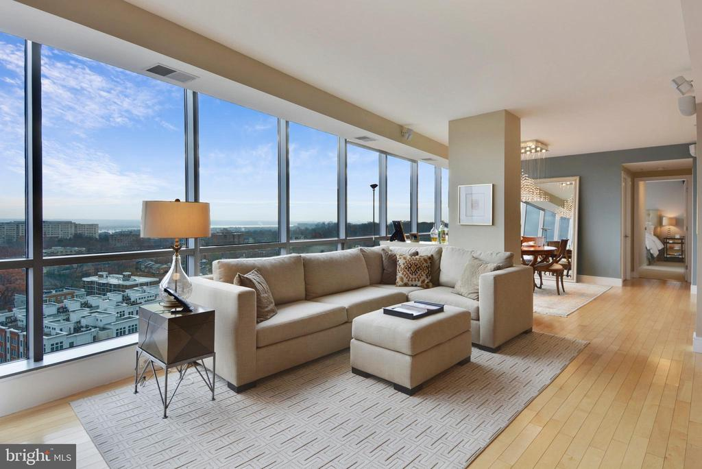 Floor to ceiling windows - 2001 15TH ST N #1104, ARLINGTON