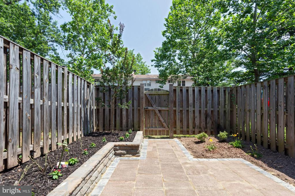 Exterior patio - 102 N COLLEGE DR, STERLING