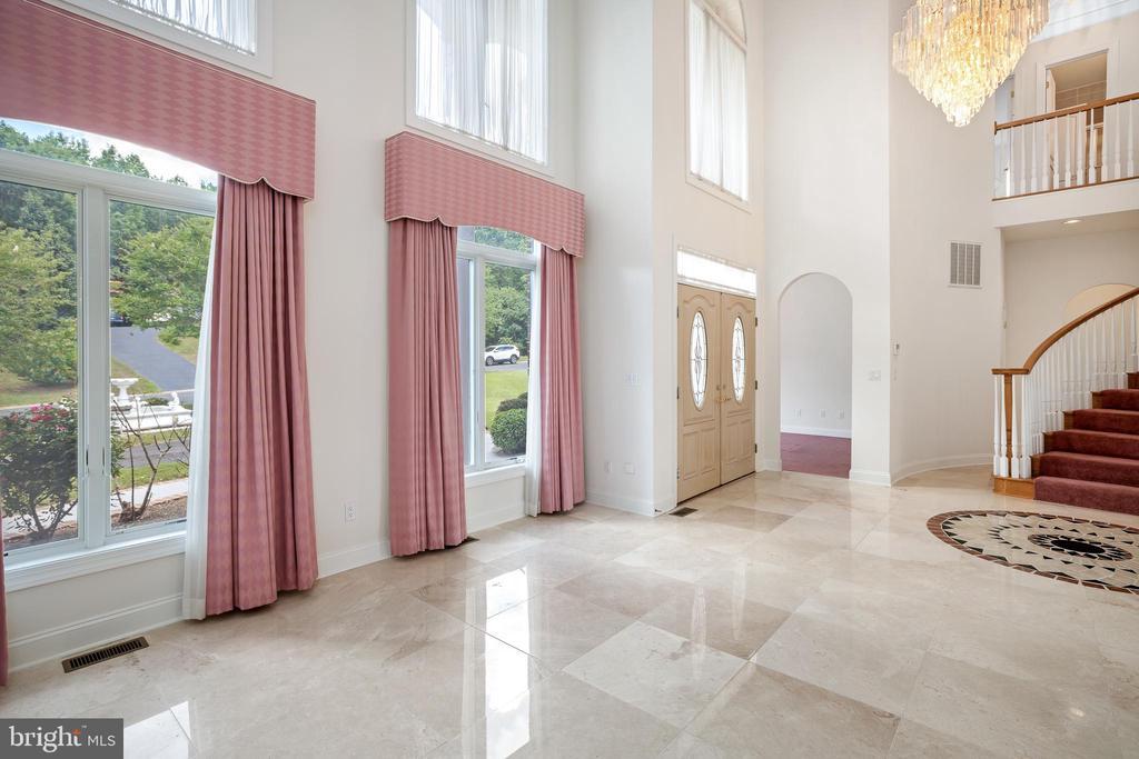 Living Room and Foyer - 3714 FAIRWAYS CT, FREDERICKSBURG