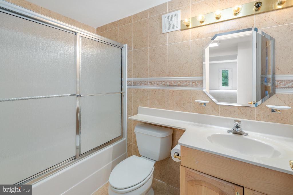 Lower Level Bathroom #6 - 3714 FAIRWAYS CT, FREDERICKSBURG