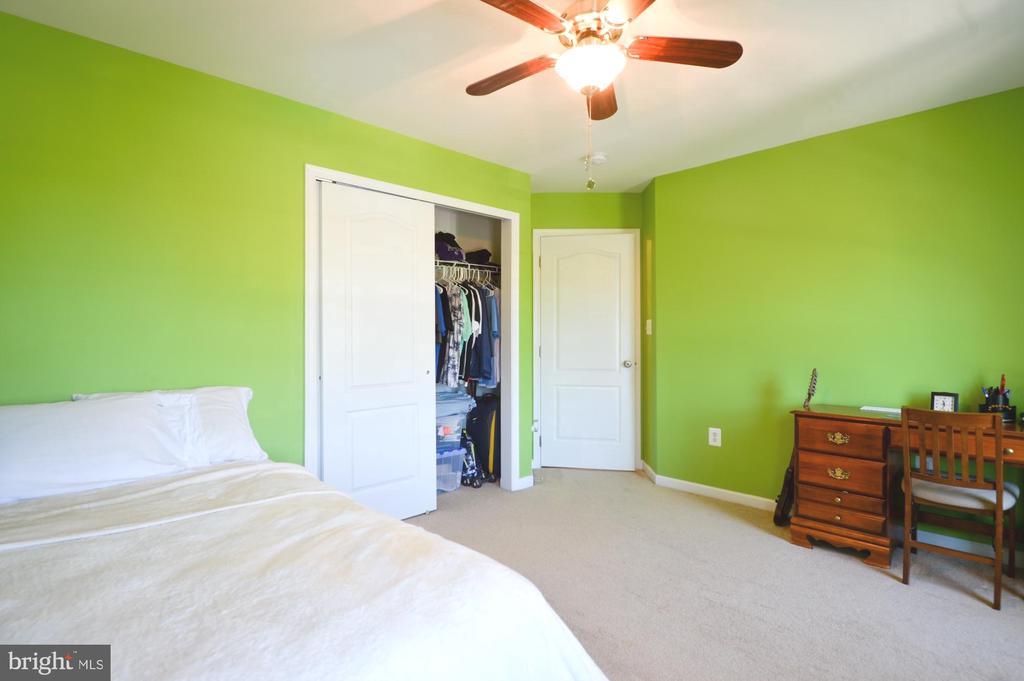 Bedroom 2 - 43217 BARNSTEAD DR, ASHBURN