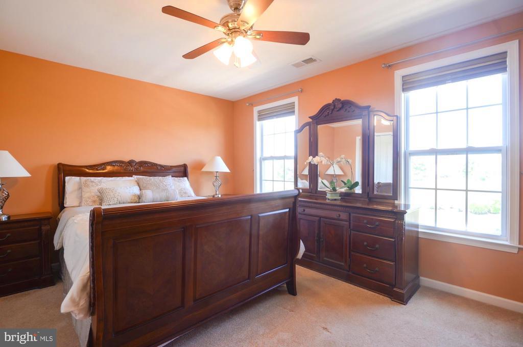 Bedroom 3 - 43217 BARNSTEAD DR, ASHBURN