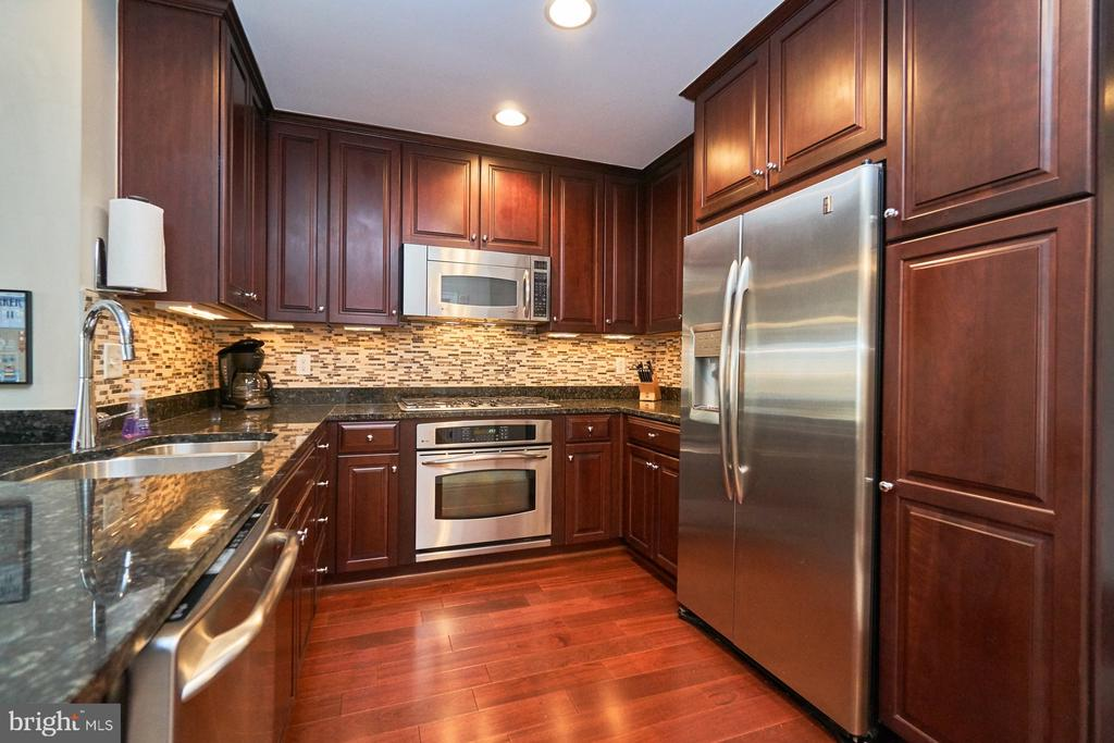 U-shaped kitchen offers good cabinet space - 3625 10TH ST N #205, ARLINGTON