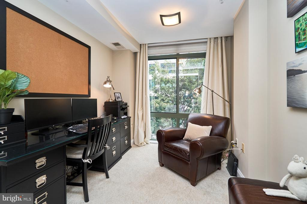 Master Bedroom sitting area is perfect home office - 3625 10TH ST N #205, ARLINGTON