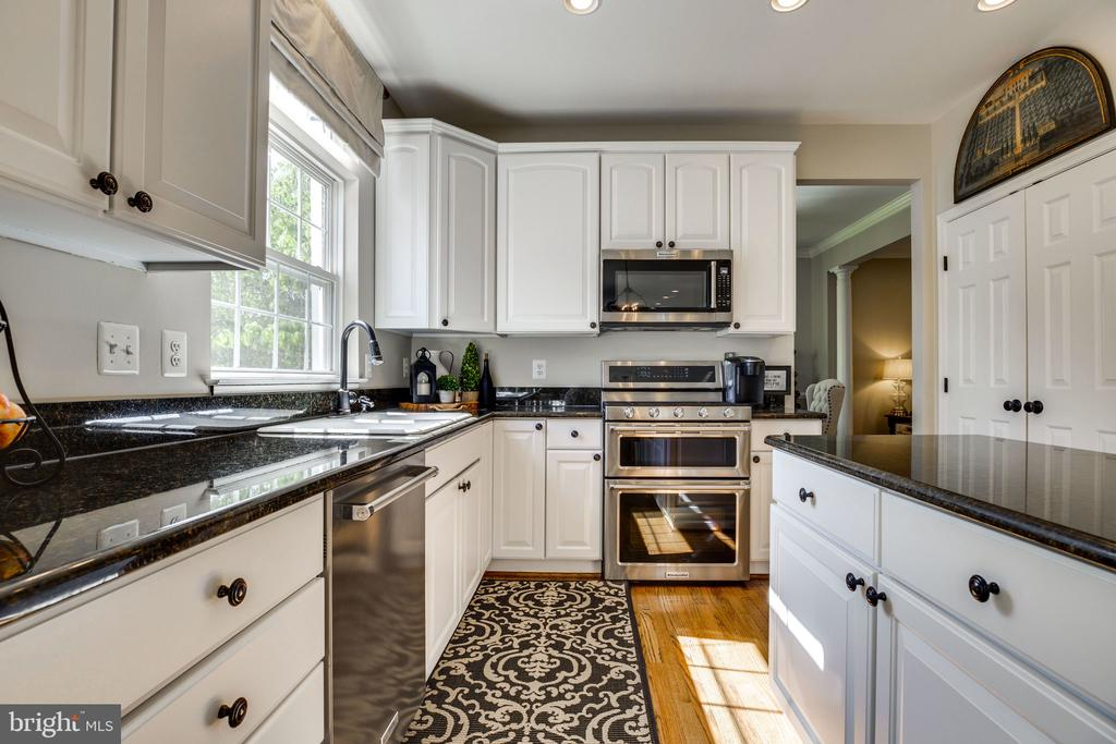 Stainless Steel appliances - 26062 SARAZEN DR, CHANTILLY