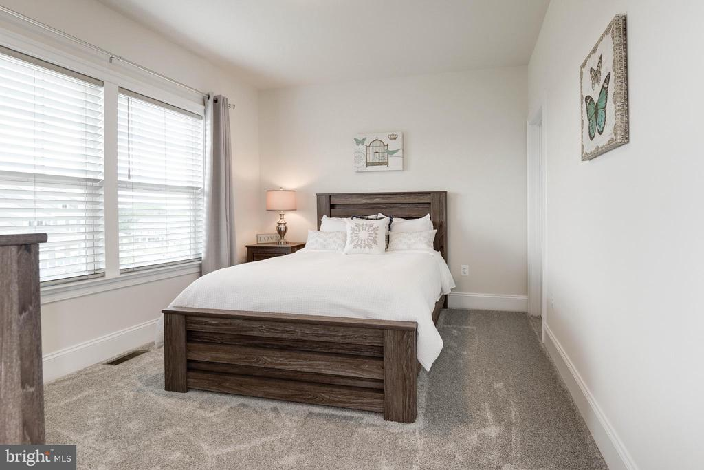 Bedroom 2 with En-Suite Bath - 1057 MARMION DR, HERNDON