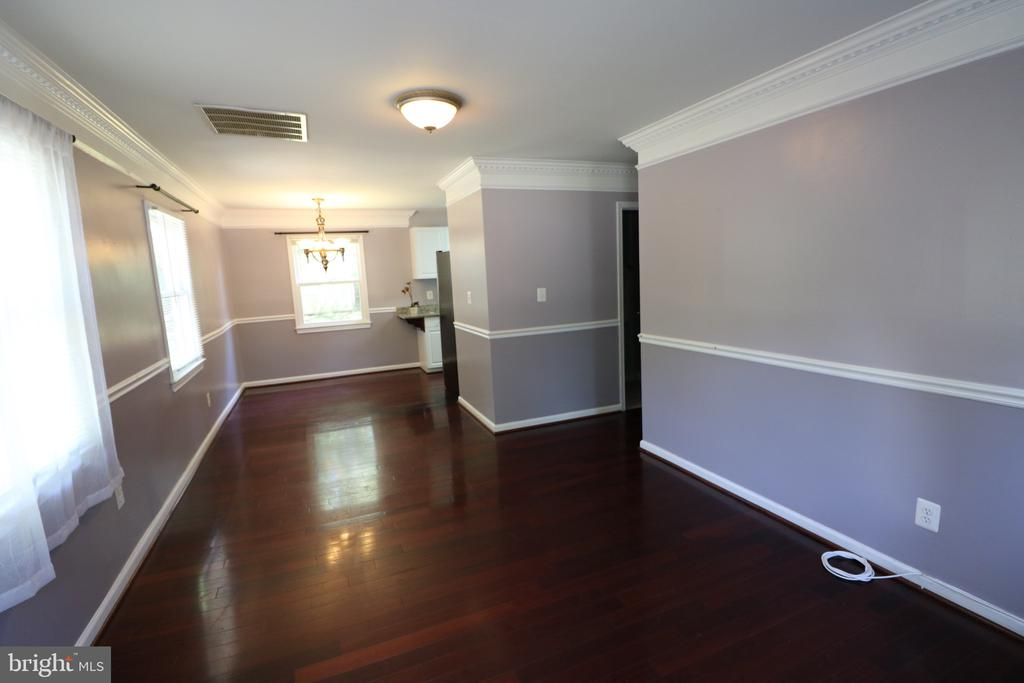 Combo Living/dining room - 7525 MAGARITY RD, FALLS CHURCH