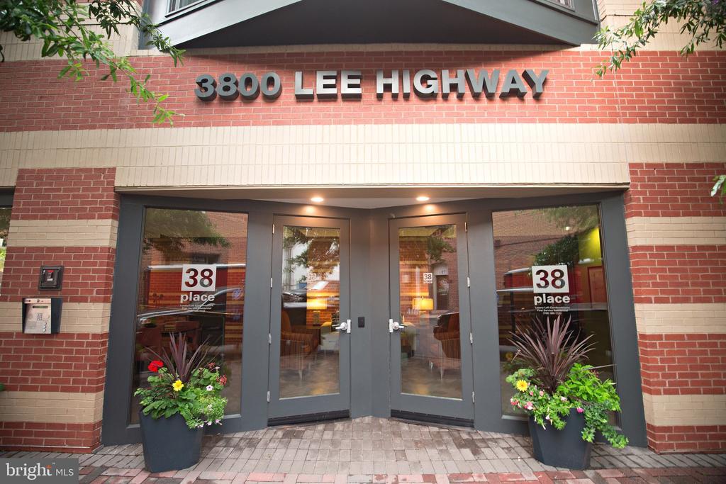 - 3800 LEE HWY #206, ARLINGTON