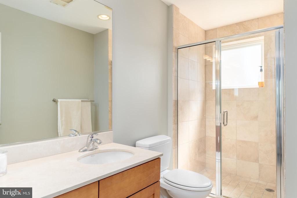 Master Bath - 600 KENTUCKY AVE SE #B, WASHINGTON