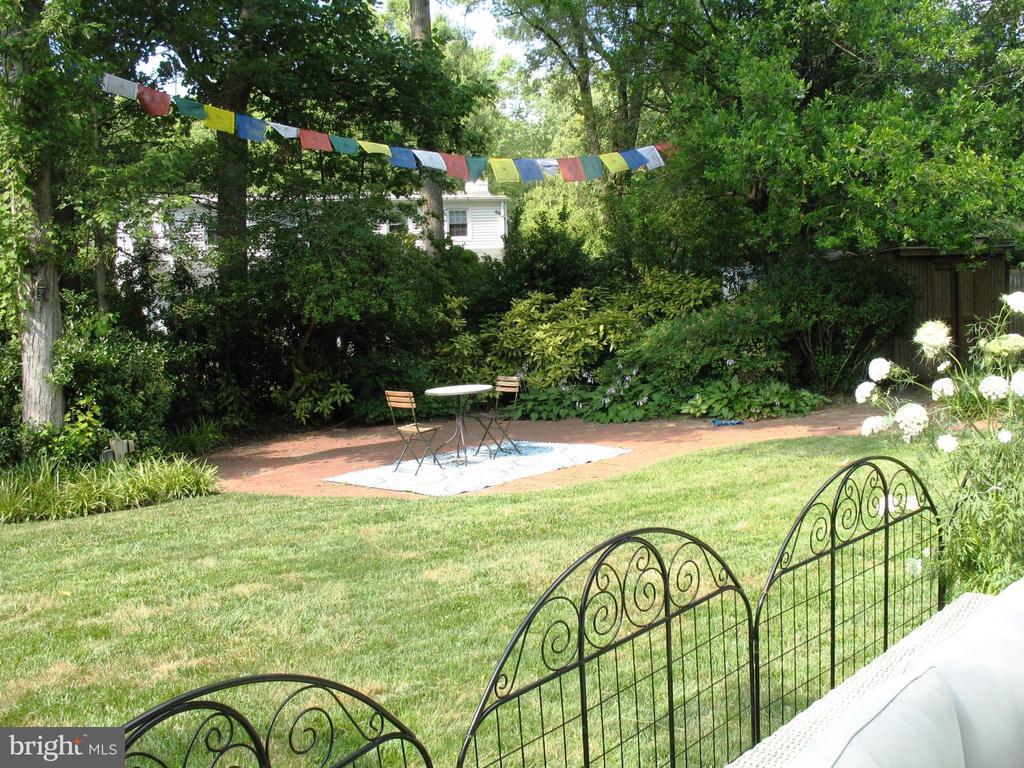 Beautiful and tranquil backyard - 2500 CHILDS LN, ALEXANDRIA