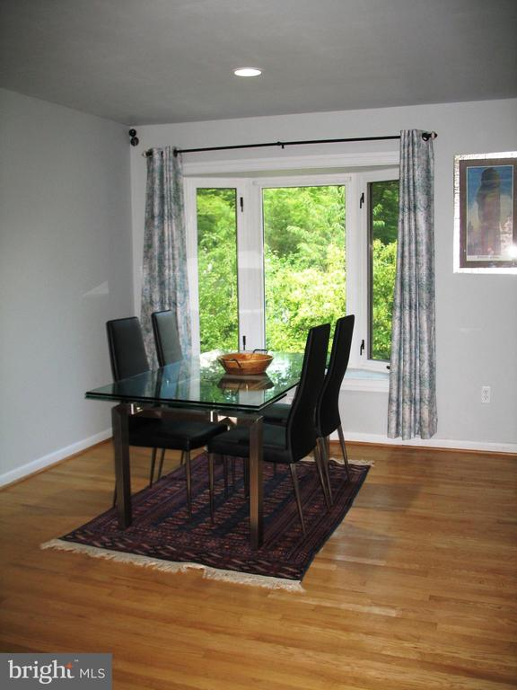 Dining room with bay window - 2500 CHILDS LN, ALEXANDRIA