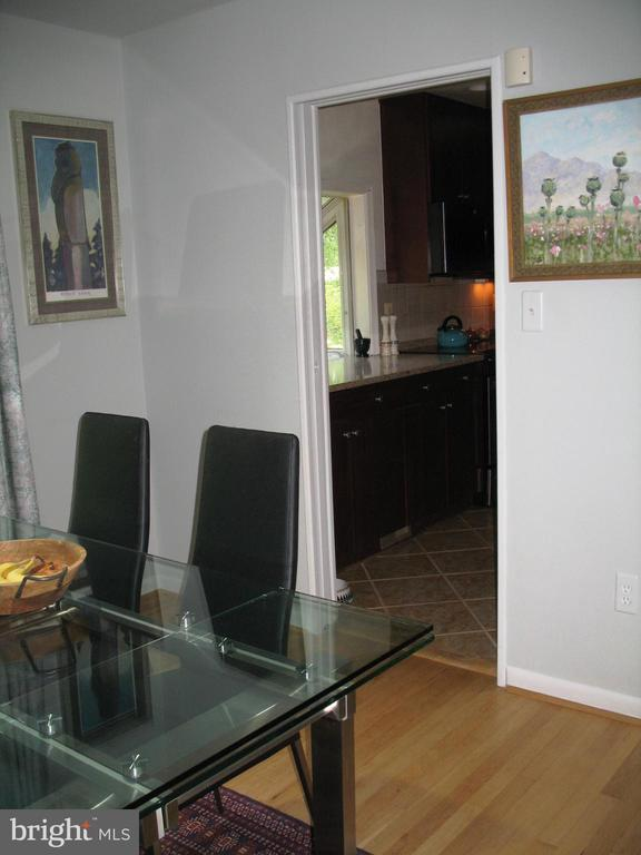 Dining room off kitchen - 2500 CHILDS LN, ALEXANDRIA