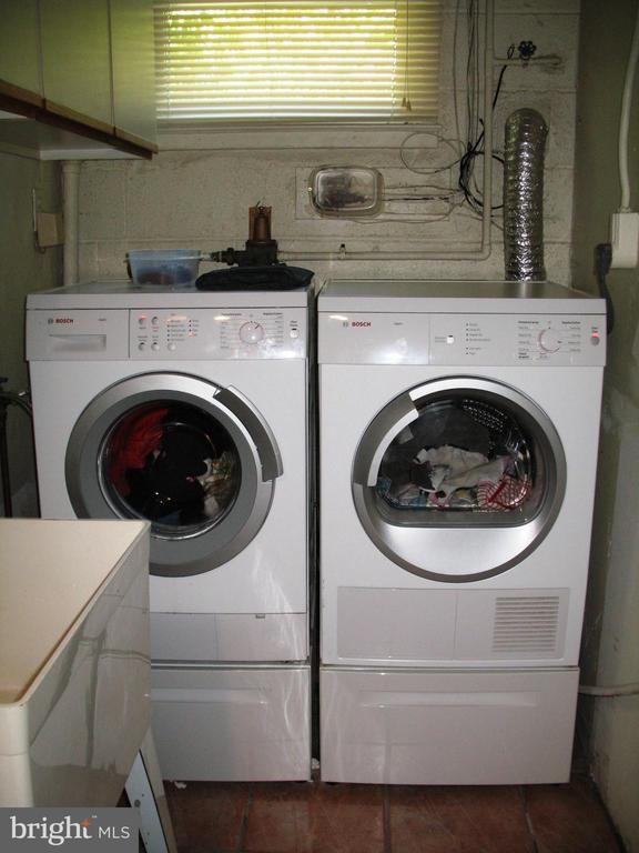 Front loading washer and dryer in  laundry room - 2500 CHILDS LN, ALEXANDRIA