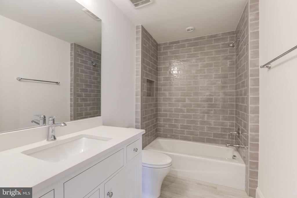 Fifth Bath - 3010 UNIVERSITY TER NW, WASHINGTON