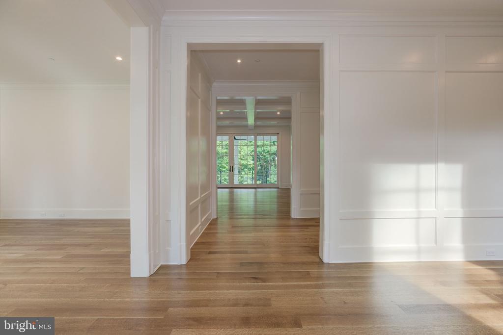 Foyer - 3010 UNIVERSITY TER NW, WASHINGTON