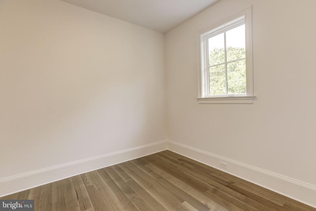 Her Dressing Room - 3010 UNIVERSITY TER NW, WASHINGTON