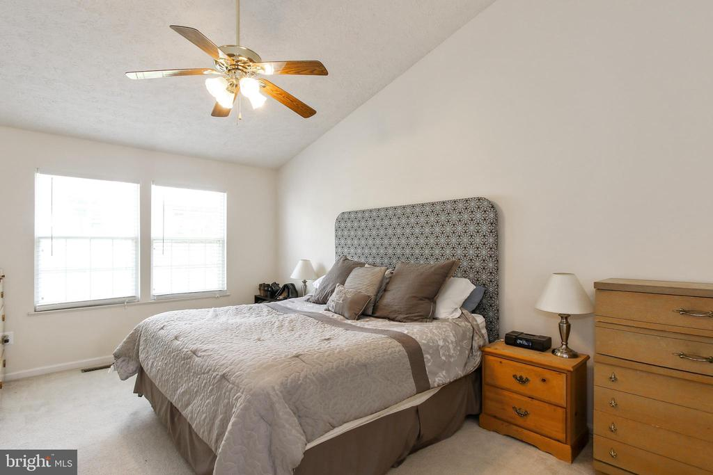 Master bedroom with cathedral ceilings - 6059 DOUGLAS AVE, NEW MARKET