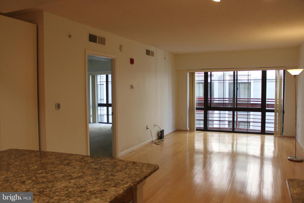 living room - 7915 EASTERN AVE #509, SILVER SPRING