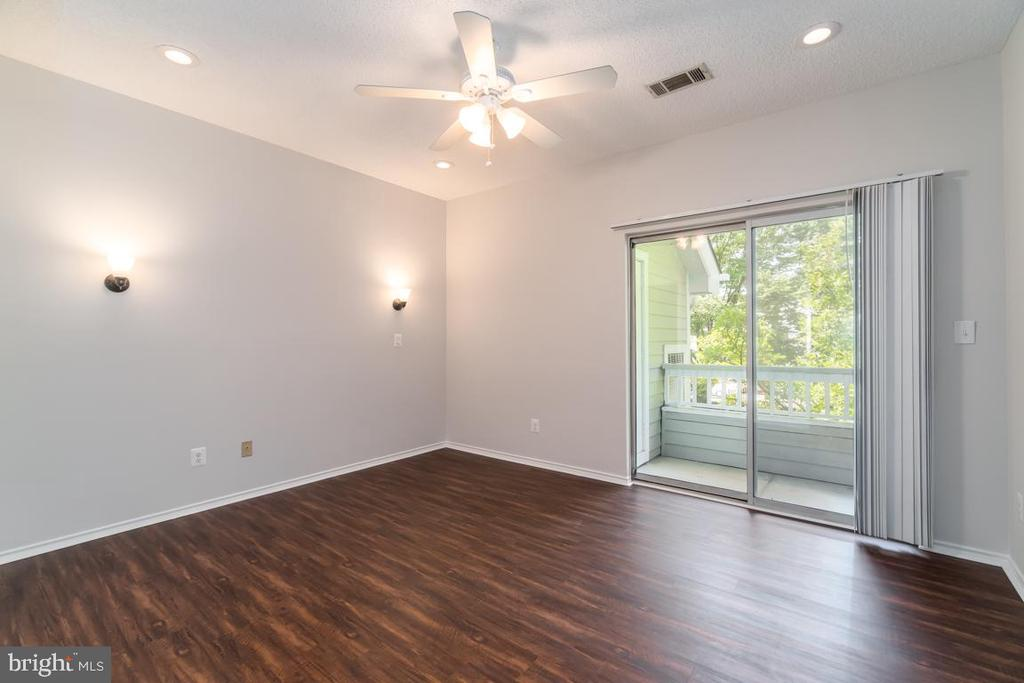 Access to the the exterior balcony from bedroom - 4404 HELMSFORD LN #202, FAIRFAX