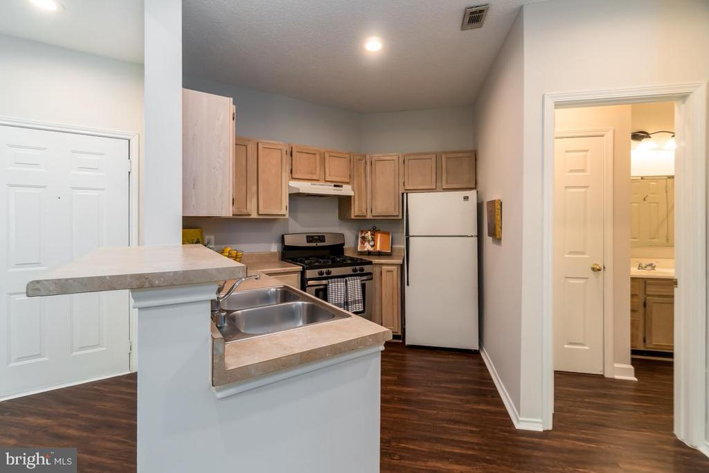 Dual access to the bathroom from hall & Bedroom - 4404 HELMSFORD LN #202, FAIRFAX