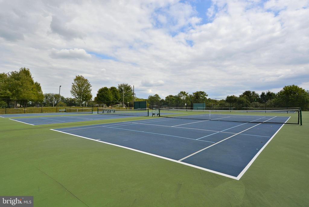 Tennis Court at Lake Linganore - 9704 WOODFIELD CT, NEW MARKET