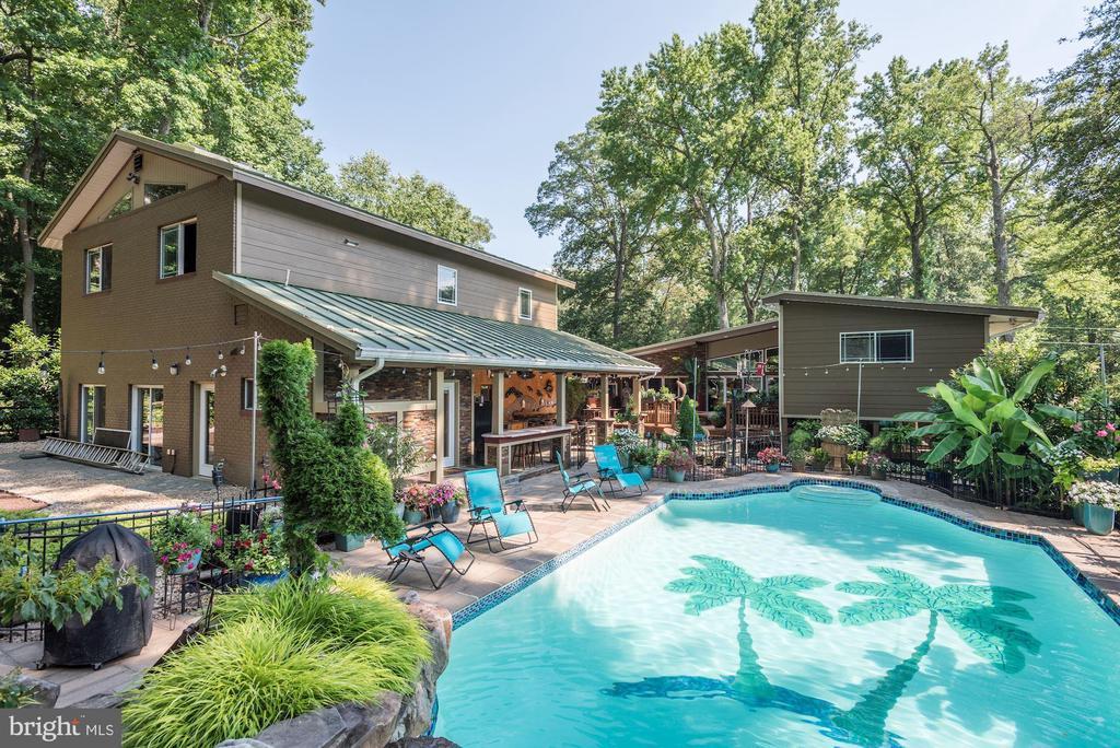 Pool, Outdoor Kitchen & Decks - 4512 DOLPHIN LN, ALEXANDRIA