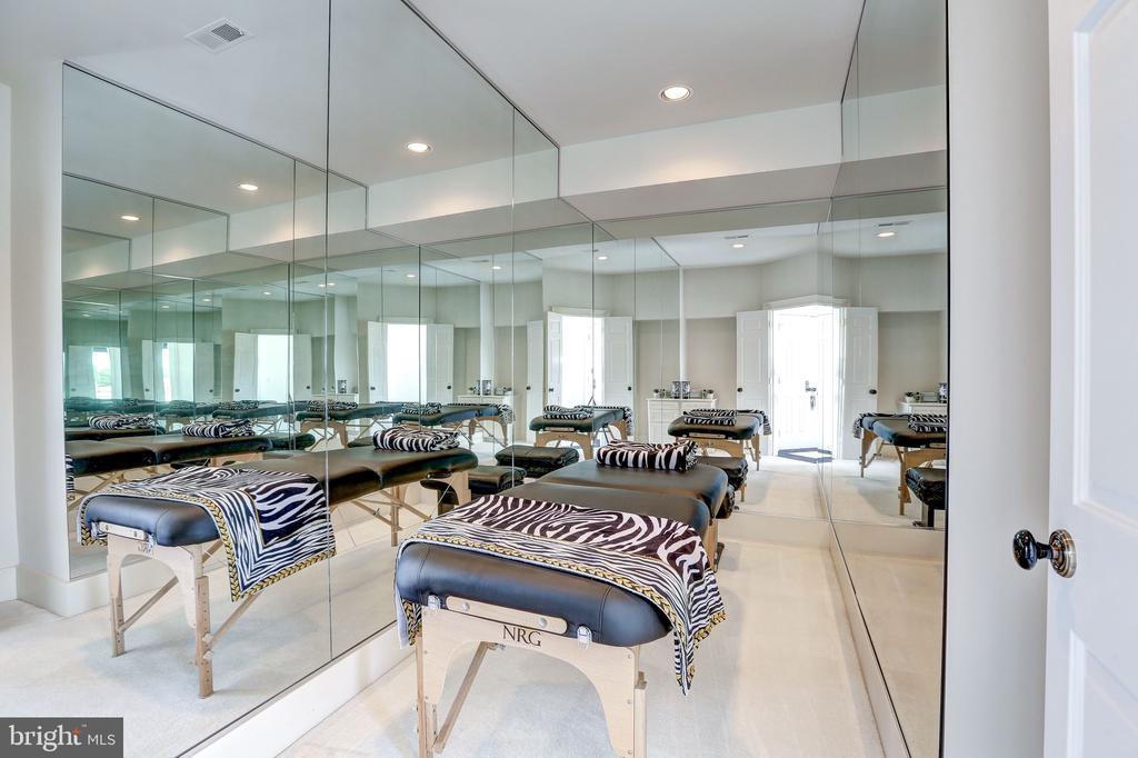 Massage Room - 8313 PERSIMMON TREE RD, BETHESDA